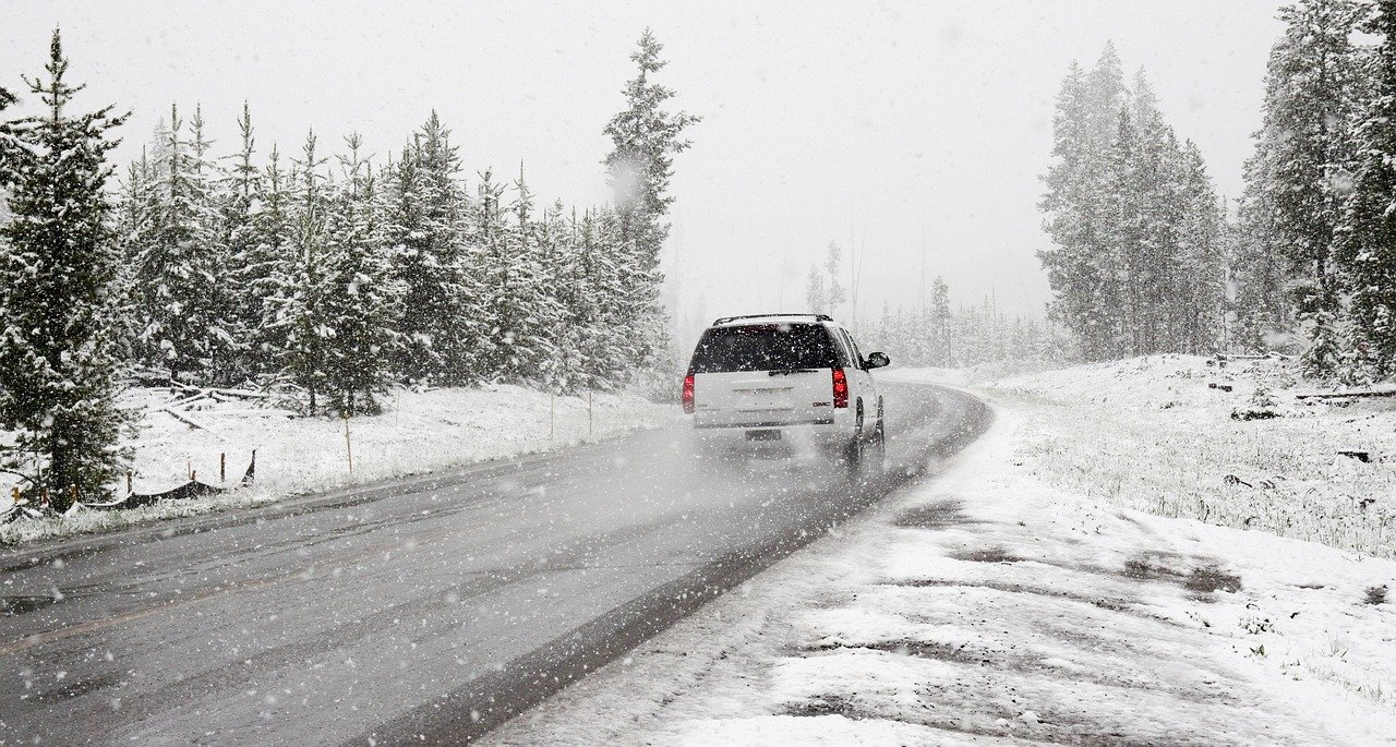 SUV neige